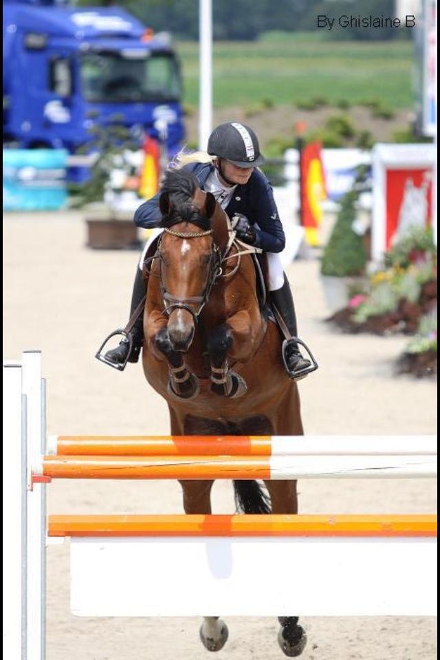 Isabelle-springwedstrijd-spring-training-pony-paard